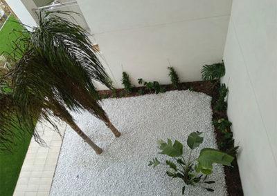 Apartamentos en playa Puçol. Casa Verde. Detalle jardín cubierto.